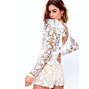 NWT🎉Missguided•Premium Lace Frill Plunge <Romper>